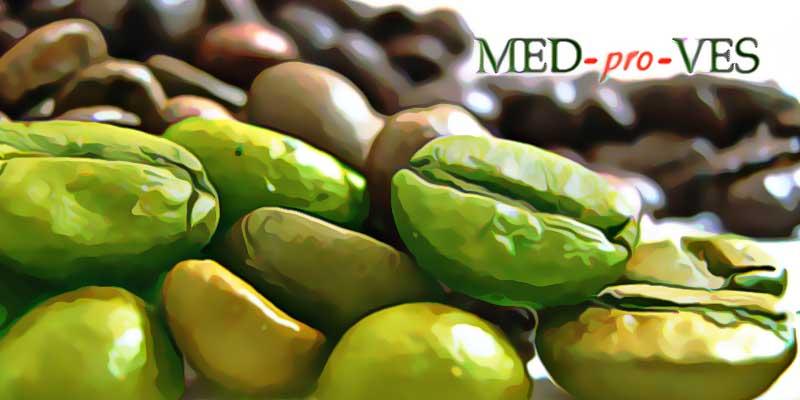 Зеленые и коричневые зерна кофе