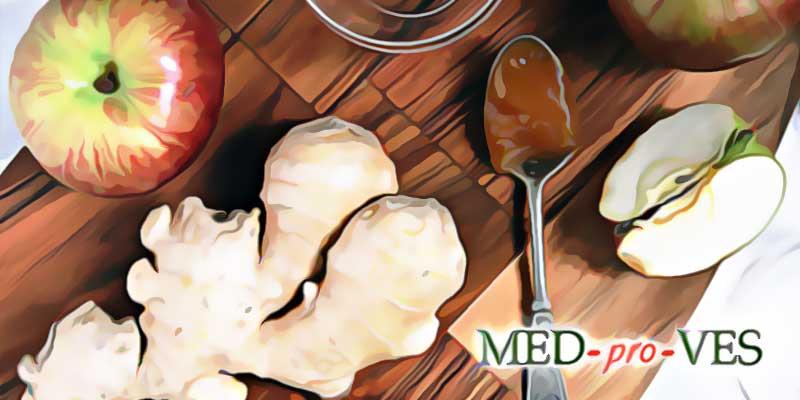 Имбирь, яблоко и ложка с медом
