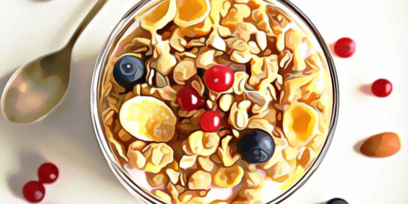Мюсли с ягодой в чашке